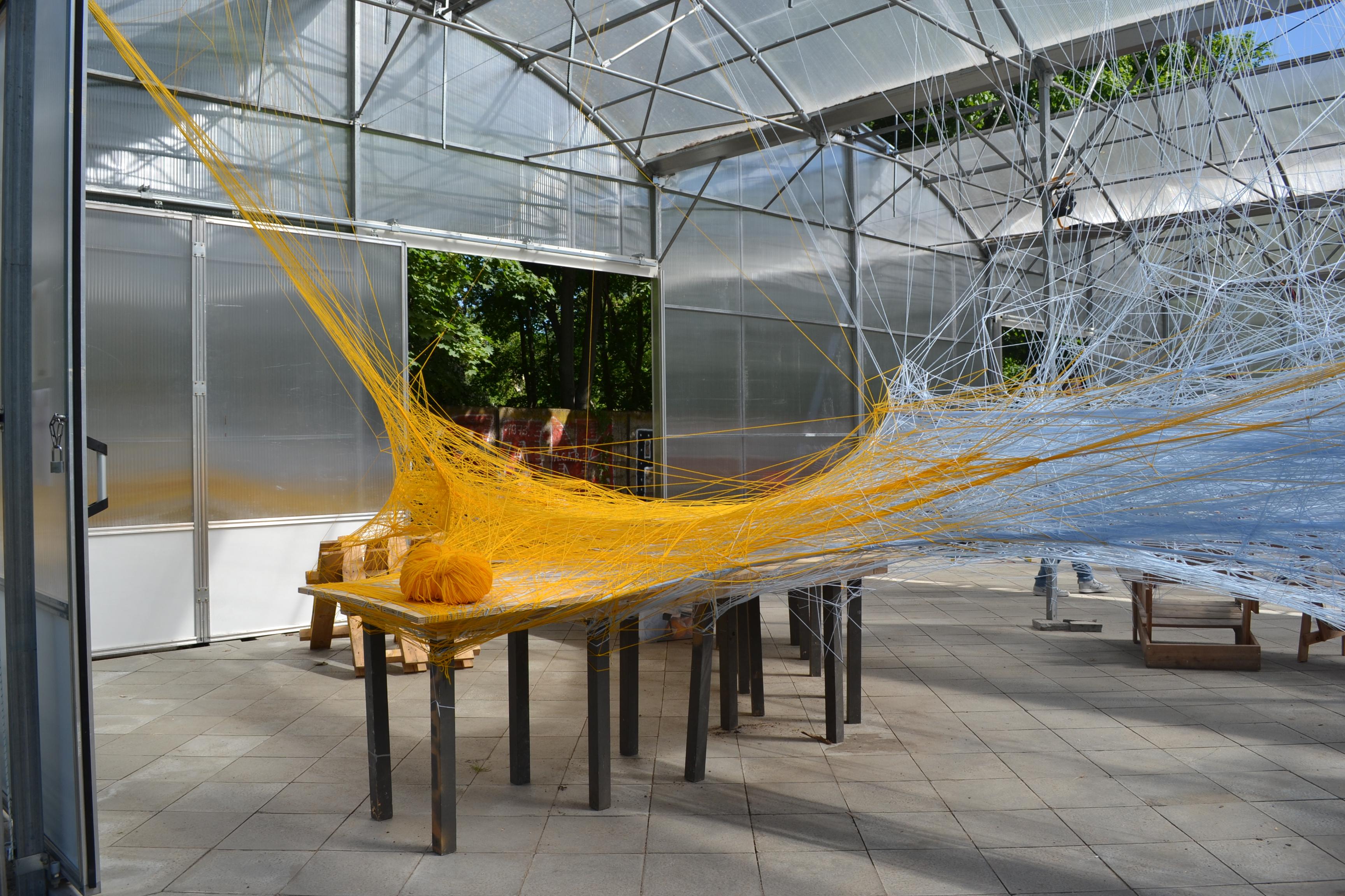 Schüler*innen bauen analoge Netze